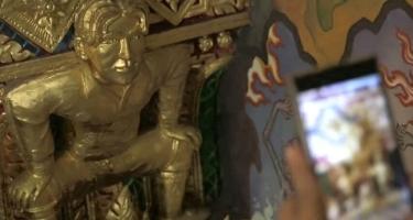 Золотой Дэвид Бекхэм привлекает туристов в бангкокский храм.